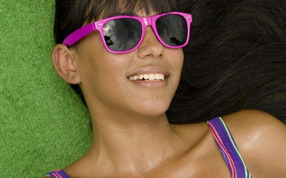 Não são só os adolescentes que sofrem com as espinhas, por causa do calor do verão é normal elas aparecerem.   Dica: Lave o rosto, pelo menos duas vezes por dia, com o sabonete líquido da Linha Faces Fyllos e depois passe o adstringente facial da mesma linha.