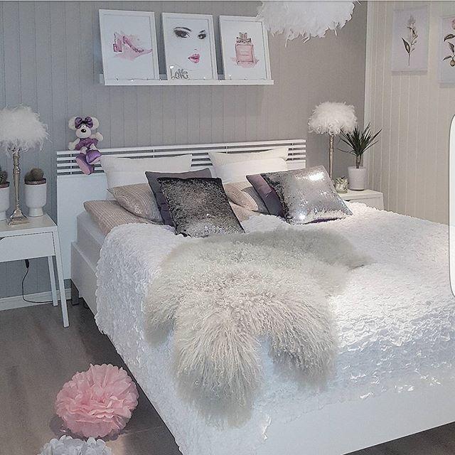 Da er vi endelig  ferdig med å ordne det nye rommet til min datter! Jeg er kjempe fornyød med at hun likker den nye rommet sitt ønsker dere forttsat fin kveld❤❤My daughters shining roomhave e a nice evening❤❤#daughtersroom #jenterom #bedroom #bedroominspo #interiorandhome #interiordesigner #interior4all1 #interiordesign #interior #interiordesign #interior4all #hem_inspiration #inspire_me_home_decor #homegoods #eleganceroom #thebeatifulhome #fashionzine #inspohome #decorating #decora...
