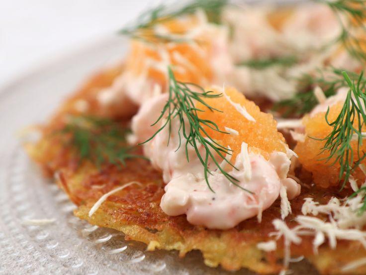 Krispig råraka med skagenröra och rom | Recept från Köket.se