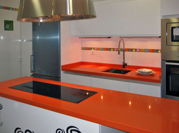 Naranja cool de la vibrante serie life de silestone ha - Cocinas color naranja ...