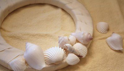 My Romantic Home: How To Make a Seashell Wreath
