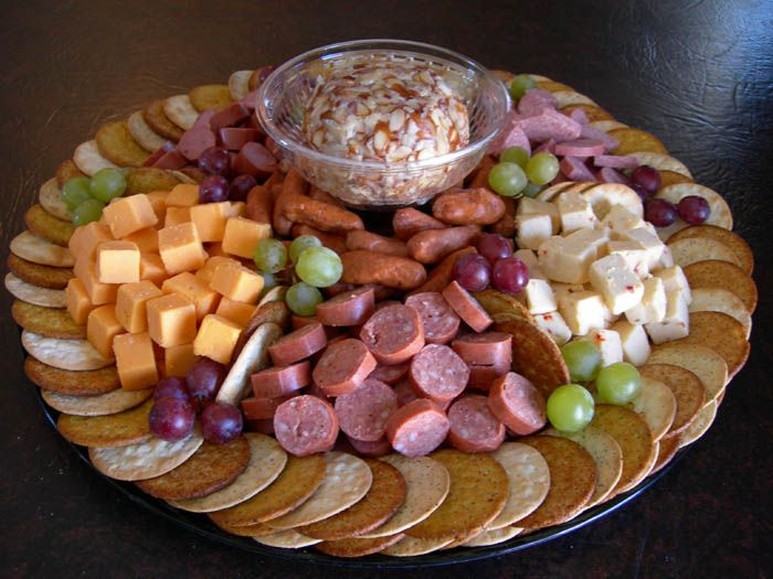 Google Image Result for http://www.countrycateringandconcessions.com/pics/specialty_trays/images/Meat,%2520Cheese%2520%2526%2520Cracker%2520Tray%25201.jpg