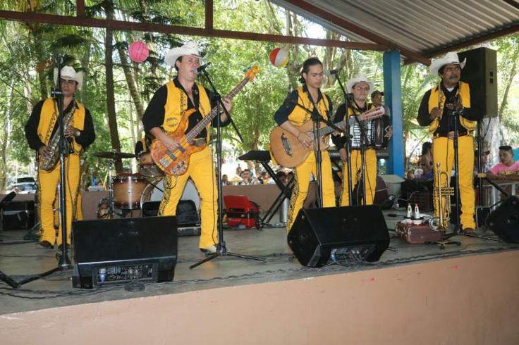 Honduras: Los pateplumas hacen turismo interno al ritmo de música norteña  Centenares de santabarbarenses viven al máximo estos días de Semana Santa.