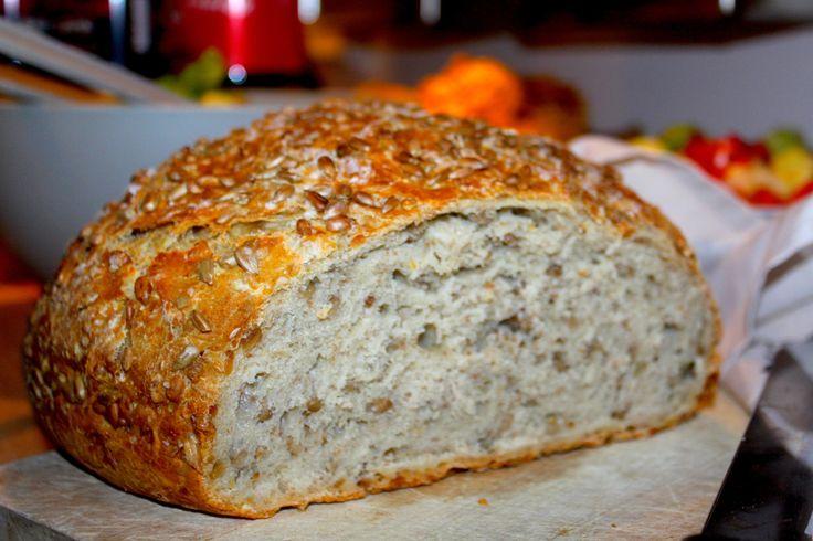 Dette er et brød som passer vel så bra til middag som til frokost eller på matpakka. Det er høyt, saftig og luftig med en gyllen, smakfull og sprø skorpe. Brødet har også ekstra god smak fra de ris…