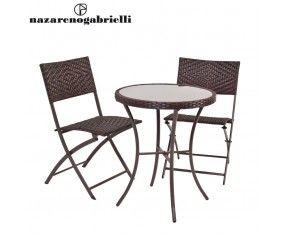 www.sconticasa.it  Set tavolo tondo più due sedie pieghevoli con intreccio polyrattan tavolo con vetro temperato  Impermeabile e resistente all'acqua ideale per l'aperto  Realizzata da Nazareno Gabrielli  Colore Marrone