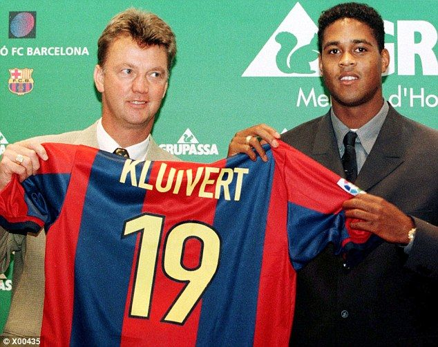 Manager Louis Van Gaal and new signing Patrick Kluivert  at Barcelona