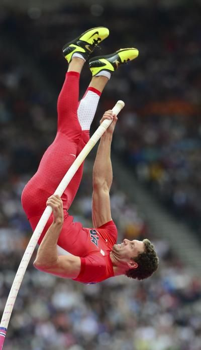 """""""I hated every minute of training, but I said 'Don't quit, suffer now and live the rest of your life as a champion'"""" - Muhammad Ali #athletics (pole vault)"""