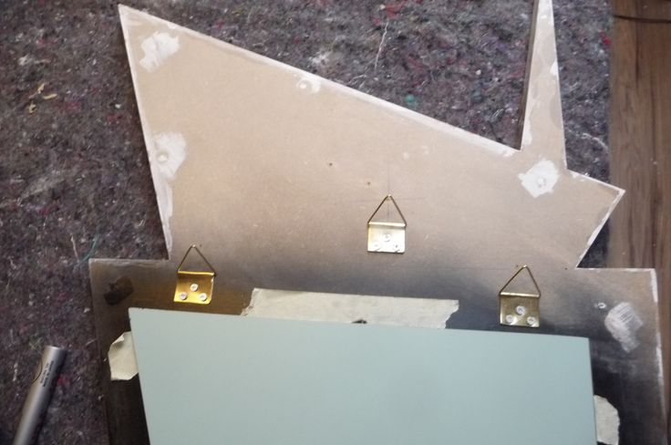 This mirror has three hanging hooks. Two for if the customer wants to put the mirror on the wall at a slight angle, or balanced and central. I have to make a special template for the two that are lying level with the mirror. This will get shipped with the mirror. :)