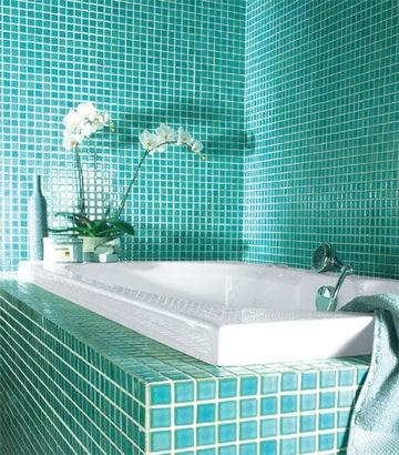 Petits carrés de couleur pour la salle de bains - Couleurs originales pour une salle de bains pas banale - CôtéMaison.fr