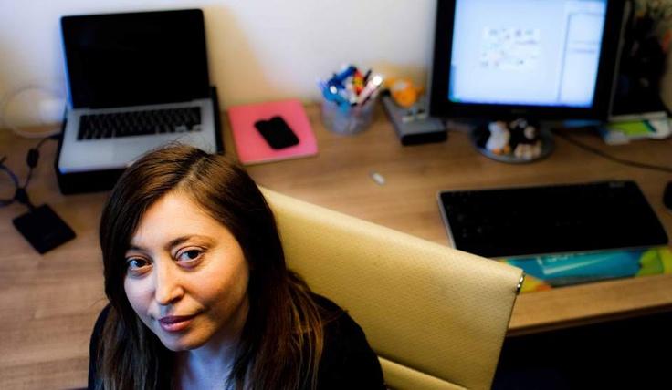 Mujeres de hoy al ciberpoder - 20minutos.es - Amparo Peiró  Valencia, 46 años. Amparo Peiró fue una de las personas que hacia el 2004 empezó a trabajar para subir estrenos de cine a una de las primeras webs de descargas, Animersion. Autofinanciaba sus servidores y trabajaba muchas horas para compartir esos archivos en Internet sin ánimo de lucro. Hoy es la Tesorera del Partido Pirata y colabora con la plataforma Teledetodos, en defensa de la televisión pública.