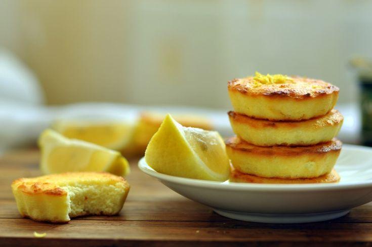 """Вот это лимонное блаженство, только в сыром виде, лопал мой сын вчера, из большой миски... пришлось с криками отбирать ?""""Лимонные творожники"""" или сырники, хотя по мне ... все таки творожники ????Вы знаете, я для себя открыта сочетание лимона и творога - это что-то восхитительное!!!..."""