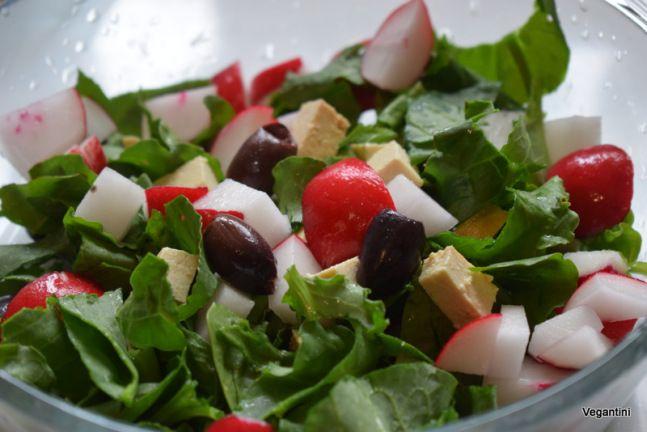 Salata de stevie cu tofu si masline. Retete vegetariene de nota 10 plus – Retete vegane simple, delicioase si sanatoase