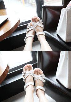 Crisscross Buckled Sandals  SFSELFAA0014022
