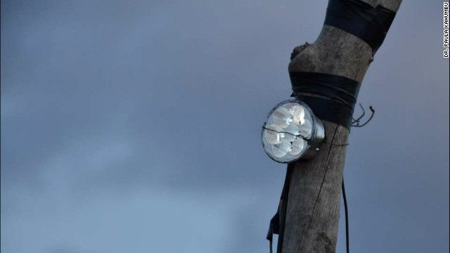Los diodos emisores de luz, -las luces LED-, siguen siendo los responsables de muchos avances tecnológicos, que además cuentan con numerosas aplicaciones prácticas. Tanto en las imágenes dealta resolución de televisores de pantalla plana como en lámparas que duran años los últimos avances tecnológicos vienen de la mano de las LEDs.