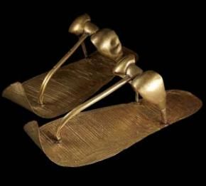 Sandalias de oro halladas en la tumba de Tutankamón
