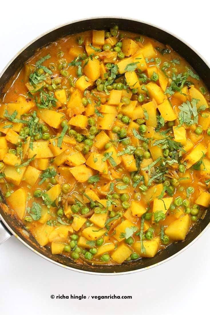 Vegan+Bombay+Potatoes+and+Peas+|+http://VeganRicha.com+Easy+Indian+Spiced+Potato+and+Pea+curry.+#vegan+#glutenfree+#soyfree+#Indian+