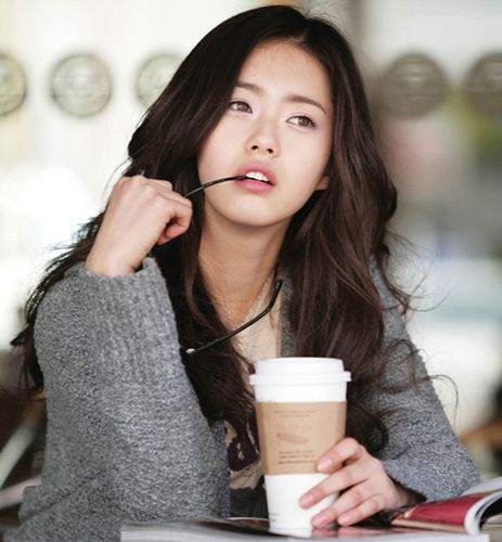 Go Ara; you Gorgeous. If only we all looked like that while daydreaming...