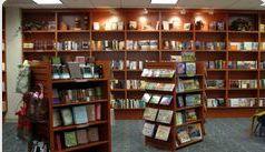 La liberia tiene muchos libros. Me gusta leer mucho.