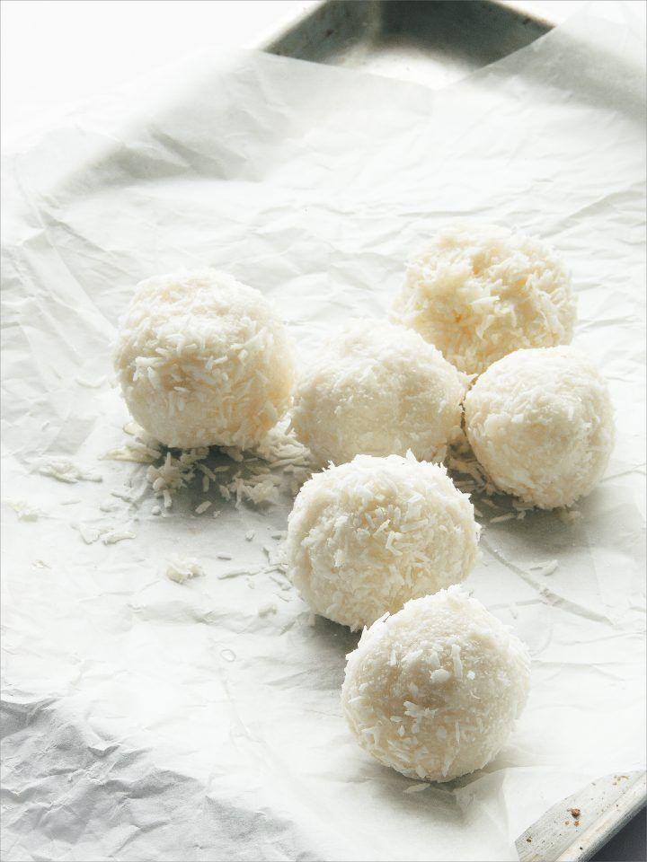 Raw Vegan Coconut Balls | Raffaello Bonbons
