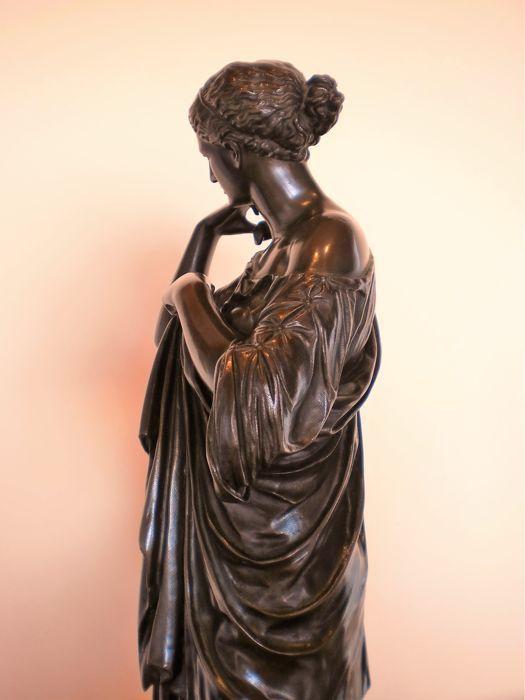 Grote beeldhouwwerk in brons van Diana van de Gabies - Société des Bronzes gemarkeerd - einde van de 19e eeuw  Beeld van Diana van de Gabiès in brons.Eind 19e eeuw.H: 50 cmBewerkt door de gieterij Société des Bronzes.Gemarkeerd op de base in dit geval is het een eerste editie omdat de handtekening handmatig en nog geen een zegel instellen van haar productie in 1875.Het is een uitgave van de sculptuur gevonden in Gabii in de buurt van Rome. Toegeschreven aan Praxiteles.Het wordt aangeduid als…