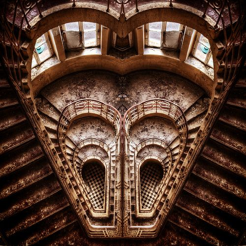 staircaseStairs, Cat Eyes, History Photos, Abandoned Staircases, Beautiful, Heart Shapes, Architecture, Bridges, Escada Staircas
