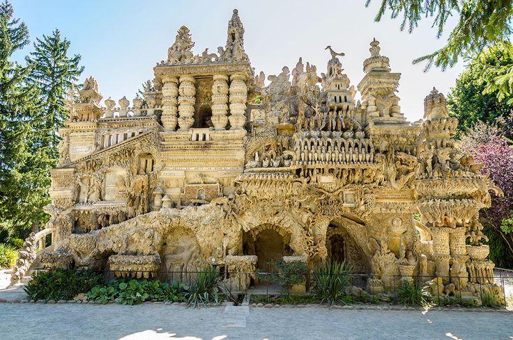 Découvrez le Palais du Facteur Cheval, cette construction insolite sortie de l'imaginaire d'un postier français | Daily Geek Show