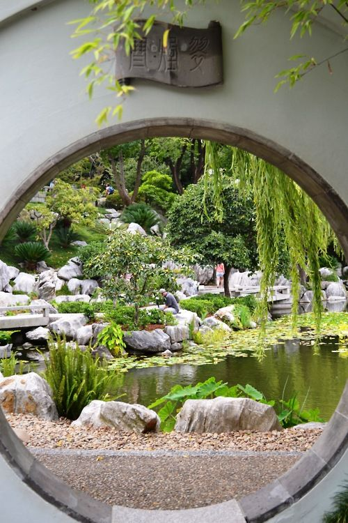 Best 25 moon gate ideas on pinterest for Moon garden designs