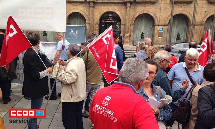 Movilización frente al Hotel Reconquista de Oviedo