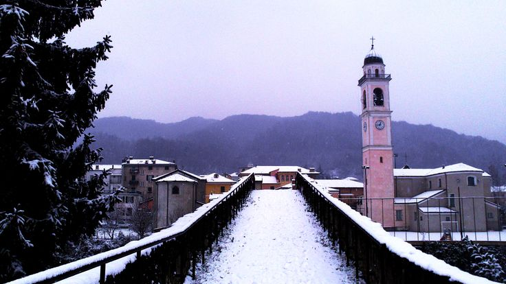 Winter is coming in Genoa #bridge #snow #freezyingcity