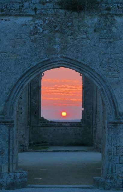 Photo : Porte du soleil,  France, Paysages, Monuments, Insolite, Ciel, Couchers de soleil, Abbayes. Toutes les photos de Dominique OLIVA sur L'Internaute