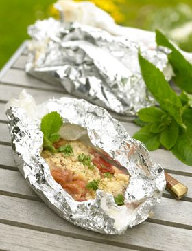 Grillet rabarberdessert    Når kødet eller fisken har været på grillen, er det både nemt og praktisk med en dessert over grillens eftervarme