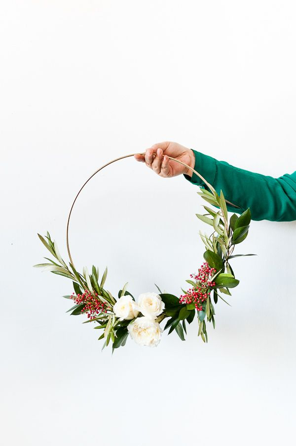 DIY holiday wreaths (click through for the tutorial). #wreath #holiday #holidayflowers #christmas #christmasdiy #diy #holidaywreath #flowers