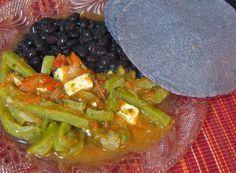Receta: Nopales en Salsa Roja con Queso Fresco