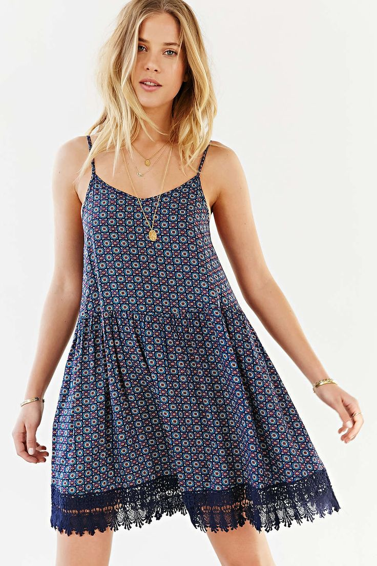 Love Sadie Crochet-Trim Trapeze Dress