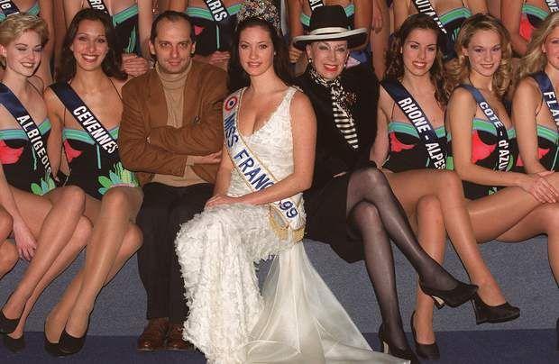 Après les fleurs de tiaré, le diadème de Miss France 1999 pour la Tahitienne Mareva Galanter, en décembre 1998.