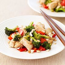 Stir-Fried Chicken With Broccoli, Red Peppers, and Cashews (Weight Watchers). SUPER YUMMY!
