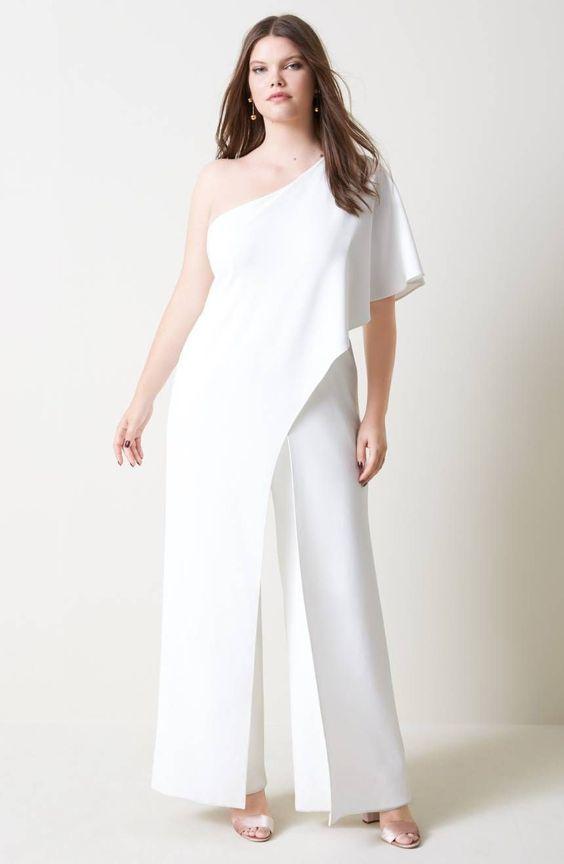 b7c6e3d78a6 Una bellissima  sposacurvy in pantaloni fantastica idea per la  sposa  minimal chic  sposaplussize  sposagranditaglie  sposatagliecomode   abitidasposa ...