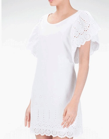 Amazing Lace dress More on blog:  Trendy now – lace white dress