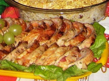 Rocambole de Frango - Veja mais em: http://www.cybercook.com.br/receita-de-rocambole-de-frango.html?codigo=17362