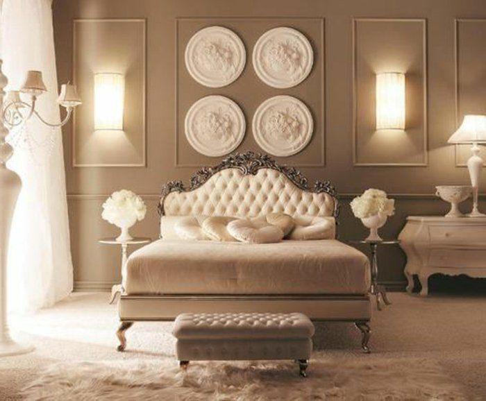 jolie chambre a coucher de style baroque avec tete de lit captionné