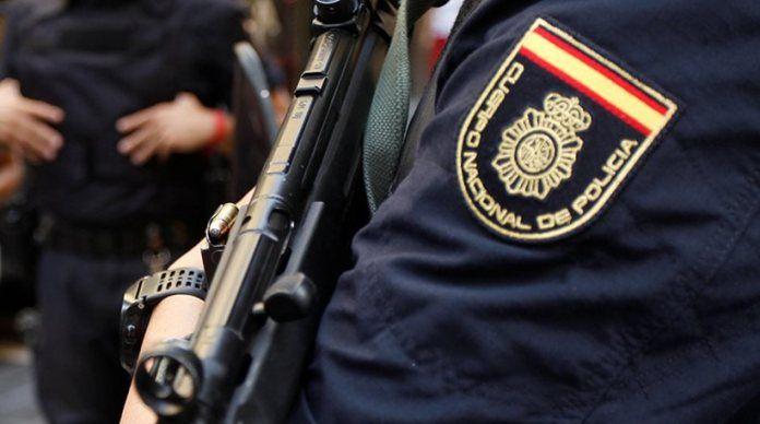 Άντρας επιτέθηκε με μαχαίρι σε αστυνομικούς φωνάζοντας «Αλλάχ ου ακμπάρ»