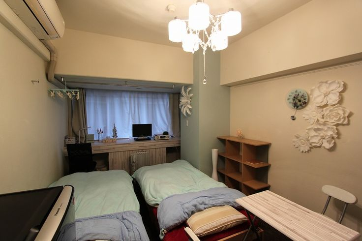 Shinsaibashi302 in Osaka https://www.airbnb.jp/rooms/4288856  It is a photograph of the room https://plus.google.com/u/0/photos/105073734923149789360/albums/5822733051439161105