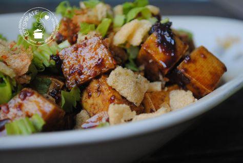 Ketjap tahoe - Dit gerecht met tahoe / tofu is geheel vega(n). Het is snel gemaakt en je hebt weinig ingrediënten nodig. Lekker simpel met rijst en komkommersalade.