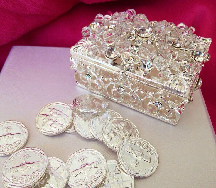 Wedding arras silver tone/ unity coins / arras  decoradas con crystal bañados en  plata by WEDDINGLASSOS on Etsy https://www.etsy.com/listing/189686720/wedding-arras-silver-tone-unity-coins