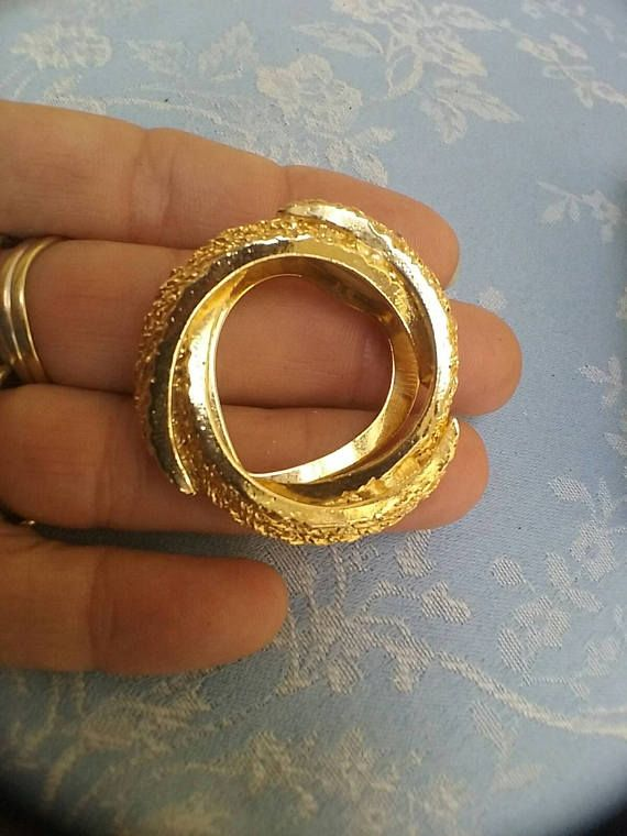 Vintage Scarf Clip Gold Tone Textured swirling patten stylish