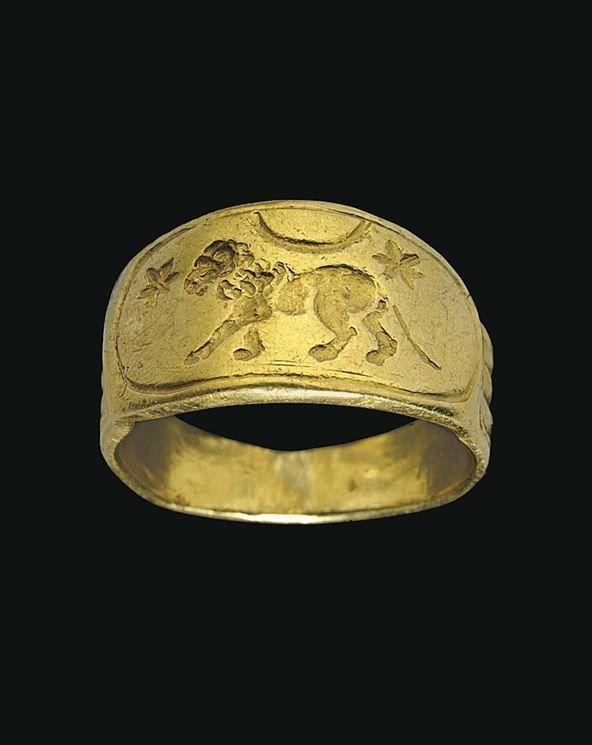 A ROMAN GOLD FINGER RING -  CIRCA 2ND CENTURY A.D.