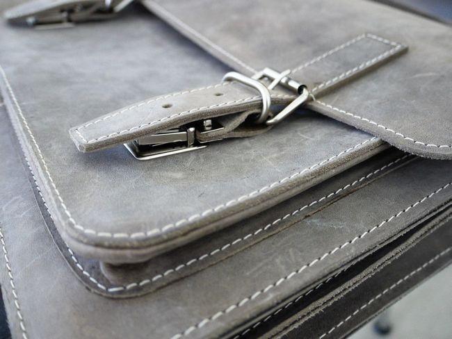 Neue kleine Aktentasche von Hamosons. Keine Kompromisse in punkto Qualität - Hamosons Aktentaschen-Modell 605 ist handlich, hochwertig und extrem robust.