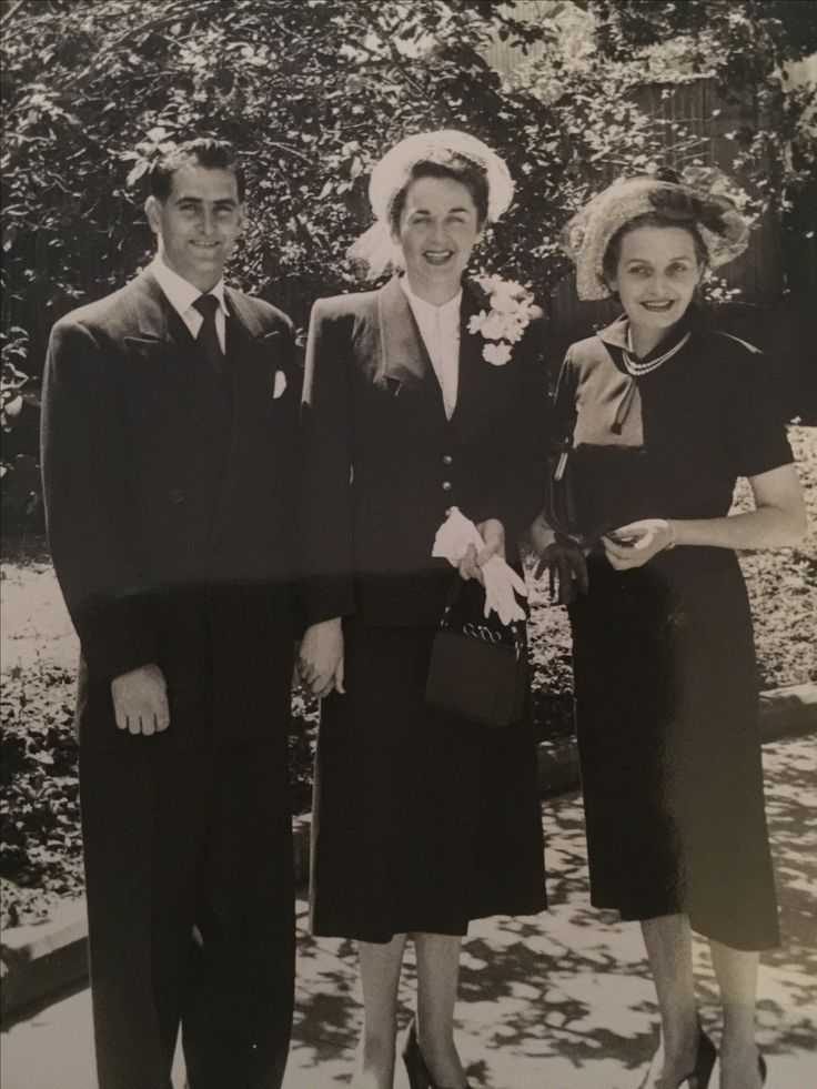 Bruce Bayliss, Valmai Bayliss (nee Murray) wedding day with his mother Clarice (Roser Bayliss Tilly). Later divorced. My parents and paternal grandmother.