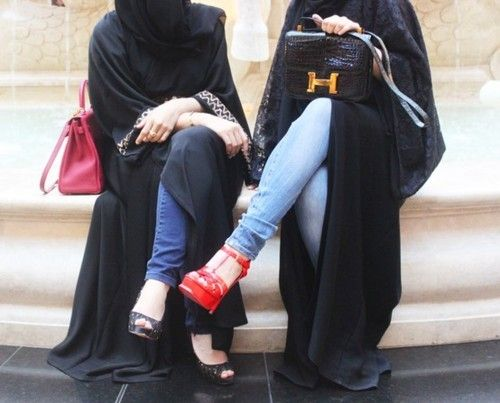 Abaya styled with skinny jeans