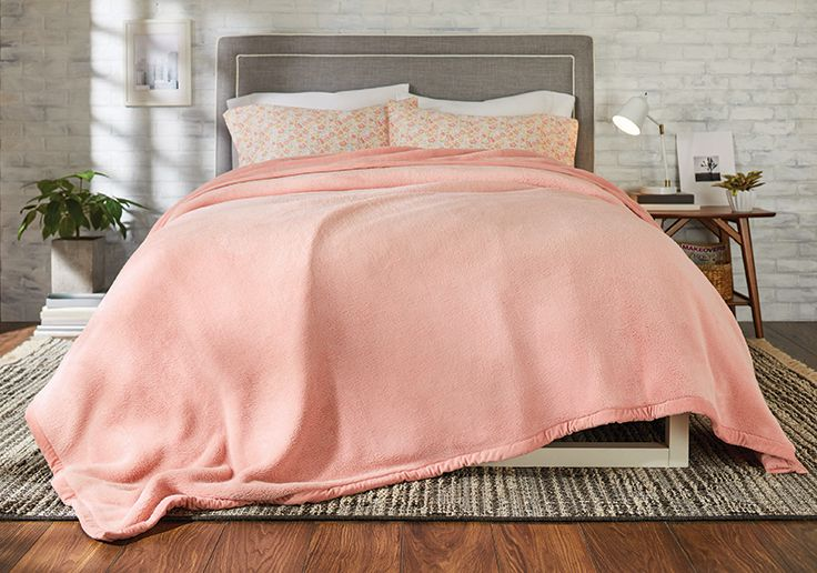 Fluffy Blanket in Pink